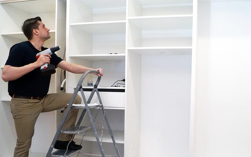 Wykonanie szafy przesuwnej z płyty MPB (płyta HPL)